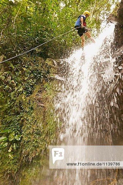 Wandern  canopy Costa Rica  Turrialba  Tour  Dschungel Zip Line  Wasserfall rapel