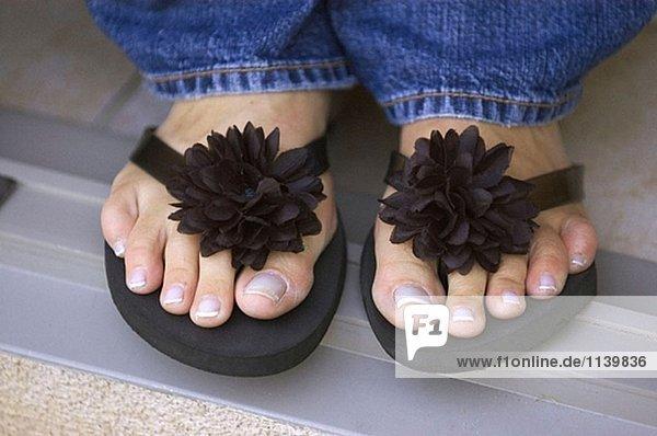 Füße und Sandalen.