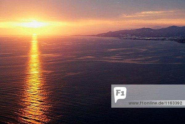 Sonnenuntergang über Axarquía. Provinz Málaga,  Andalusien,  Spanien