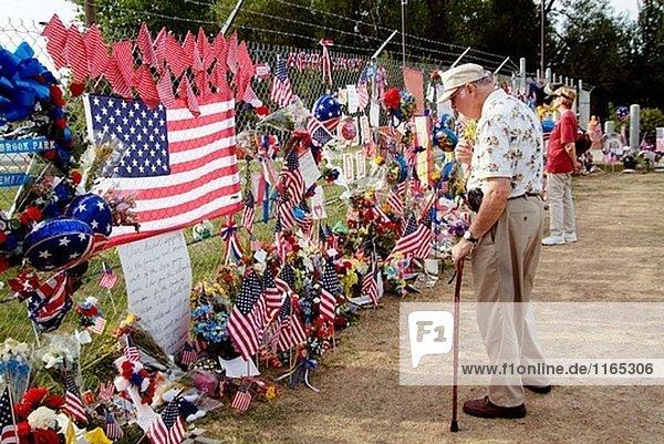 Kleine Stadt von Brook Park Ohio Errects temporäre Denkmal für 14 ihrer Söhne  die Thier verloren lebt im Kampf. USA.