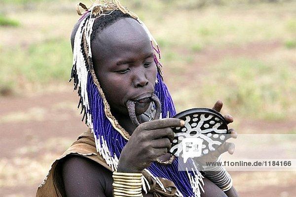 Mursi Frau. Omo-Tal Stamm. Süd Äthiopien.