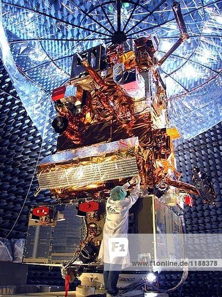 MetOp-A Satelliten im letzten Test bei EADS Astrium´s Einrichtungen in Toulouse.