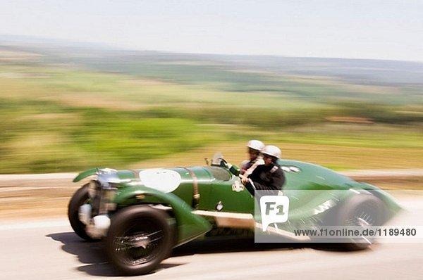 ´Mille Miglia´ historischen Rennen für alte Autos. Tavarnelle Val di Pesa. Toskana. Italien.