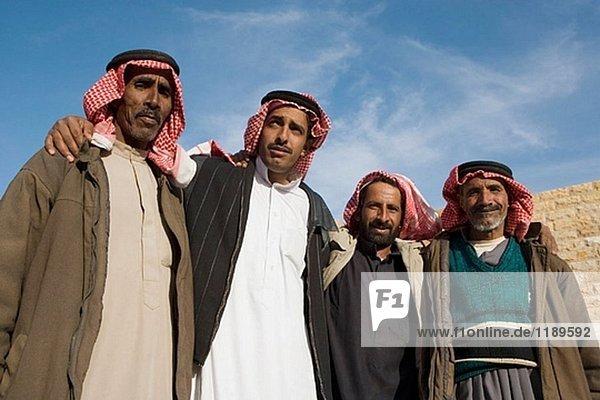 Beduinen Männer. Wadi Rum Wüste. Königreich Jordanien