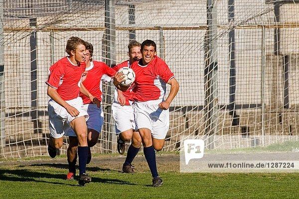 Junge - Person rennen Reise Fußball Ball Spielzeug