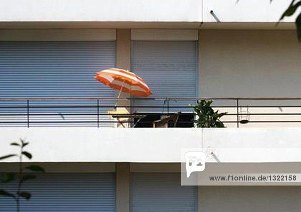Balkon auf modernem Mehrfamilienhaus