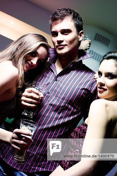 Freunde Tanz während party