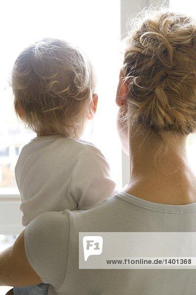 Mutter-Kind durch Fenster Suchen