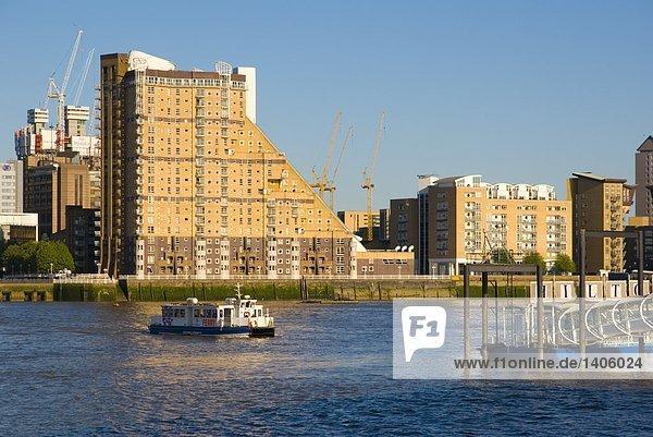 Gebäude am Ufer  Thames River  London  England