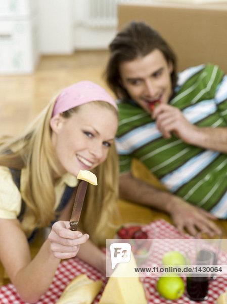Paar mit Einbruch in neue Wohnung