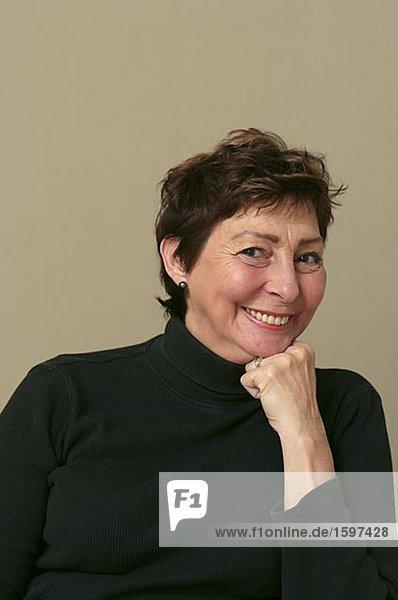 Porträt des skandinavischen ältere Frau Schweden lächelnd.
