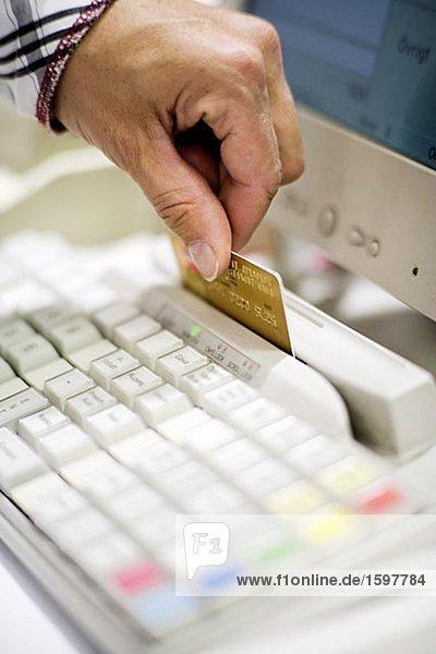 Zahlung mit Kreditkarte Stockholm Schweden.