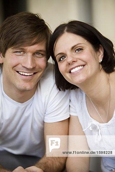 Portrait von einem lächelnd paar Schweden.