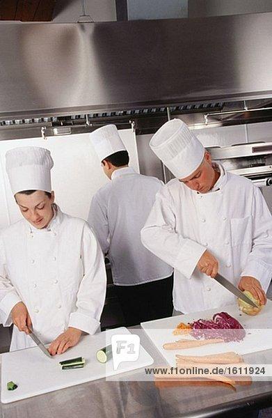 Chefs Cuting Gemüse