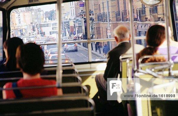 Passagiere auf bus