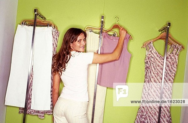 CD256041,CD256041,Caucasian ethnicity,Clothing store,Color
