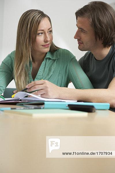 Ein Paar beim lernen  fully_released