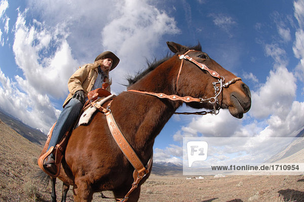 Cowgirl auf ihrem Pferd
