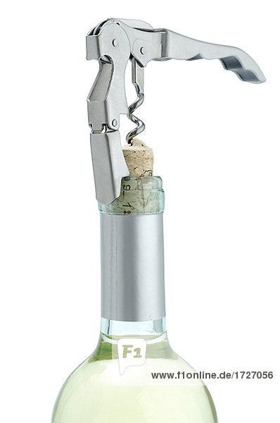 Weinflasche mit Kellnermesser öffnen Weinflasche mit Kellnermesser öffnen