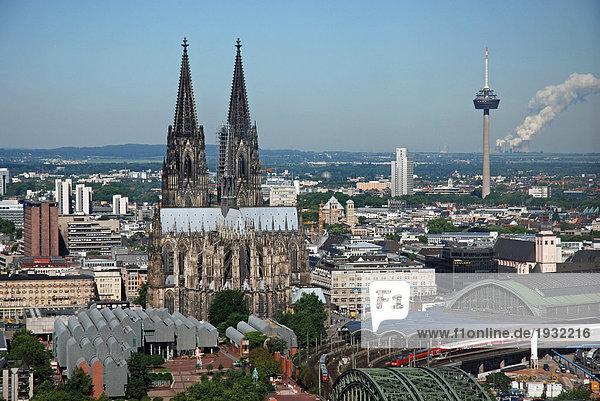 Kathedrale in der Stadt  Kölner Dom  Köln  Nordrhein-Westfalen  Deutschland
