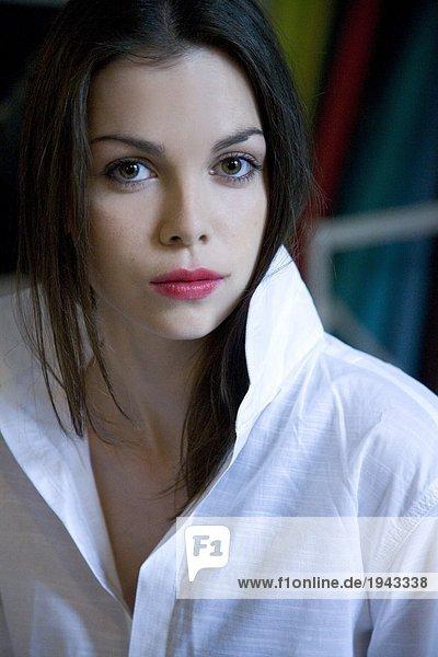 Portrait einer Frau mit roten Lippen