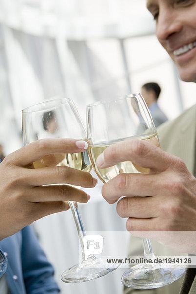 Geschäftsleute Rösten mit Wein