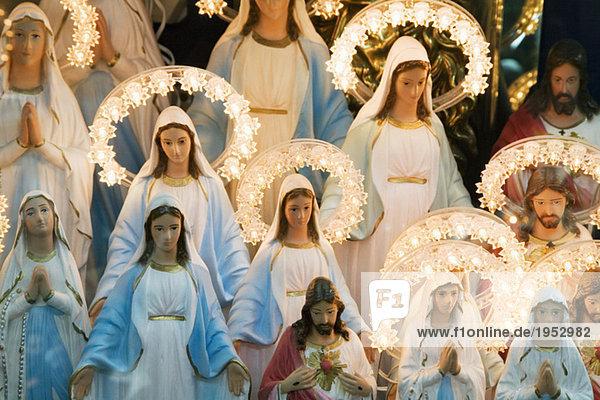 Jungfrau Maria und Jesusfiguren auf italienischem Display