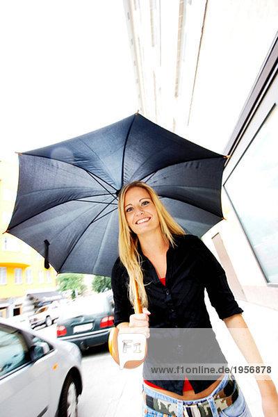Mädchen mit Schirm