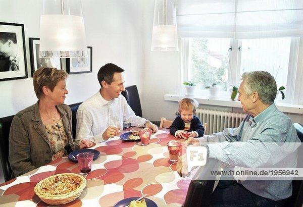 Abendessen mit Großeltern