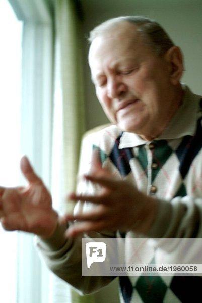 Leidenschaftlicher älterer Mann