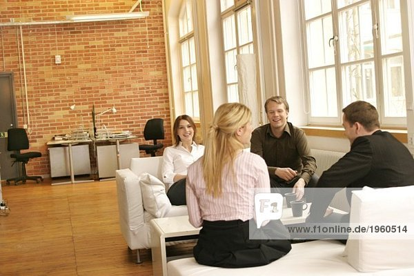 Vier Leute reden