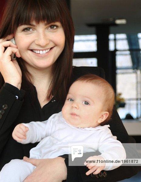 Geschäftsfrau mit Baby