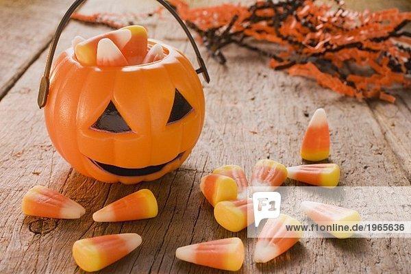 Candy Corn (Süssigkeiten zu Halloween  USA)  Kürbislaterne