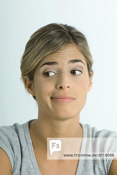 Frau macht Gesicht  Porträt