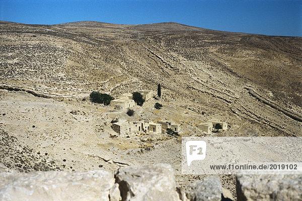 Jordanien  Dorf in trockener Landschaft