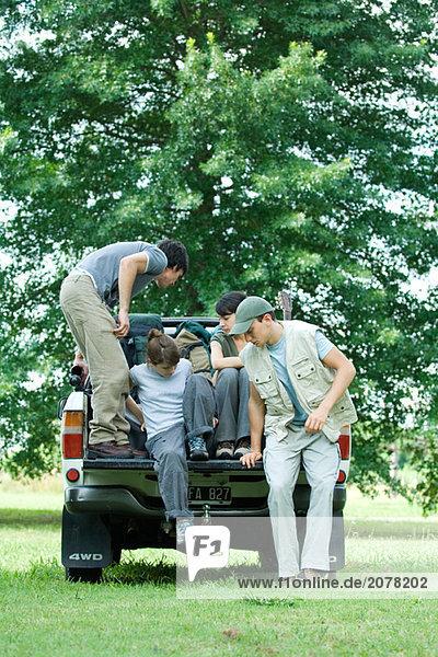 Wanderer immer in Rückseite des Kleinlastwagen