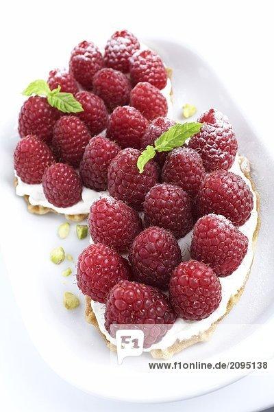 Nahaufnahme der Mulberry Kuchen auf tray