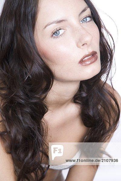 junge Frau mit braun Make up