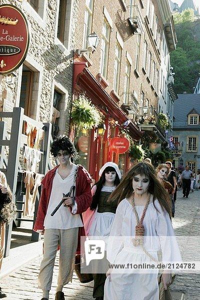 Kanada  Quebec City  Unterstadt  Rue Sous Le Fort  historische Gebäude  Ghost walking Tourguides  Schauspielern  Kostüm