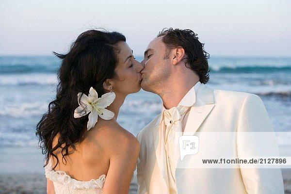 Neu Ehepaar am Strand.