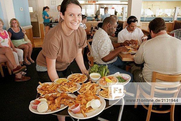 Vereinigte Staaten von Amerika USA Lebensmittel Teller Virginia Hampton Kellnerin