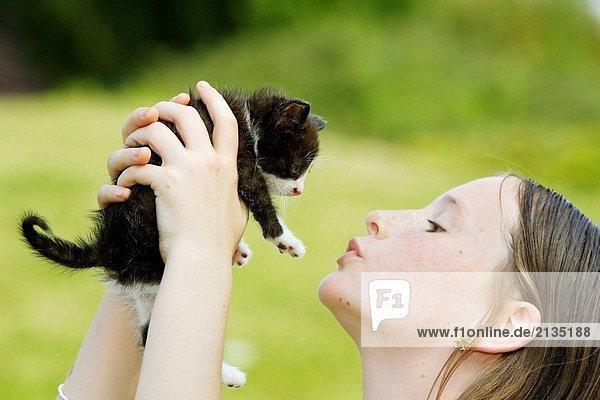Mädchen und kitten