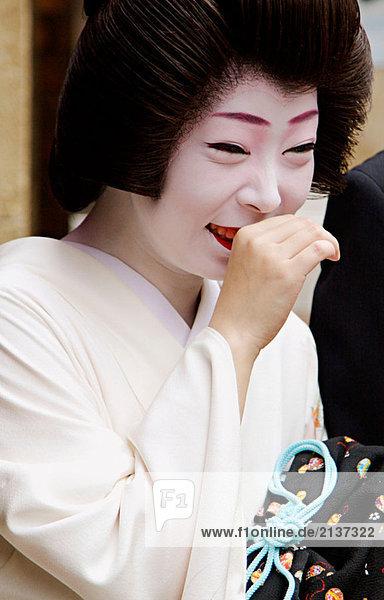 Geisha in Pontocho  eine traditionelle japanische nächtliche Entertainment-Bereich. Kyoto. Japan.
