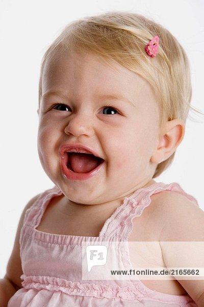 Porträt von blond kleines Mädchen