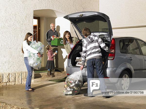 Familienbeladung Kofferraum mit Recycling