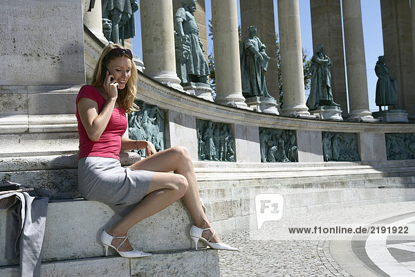 Geschäftsfrau auf dem Heldenplatz.