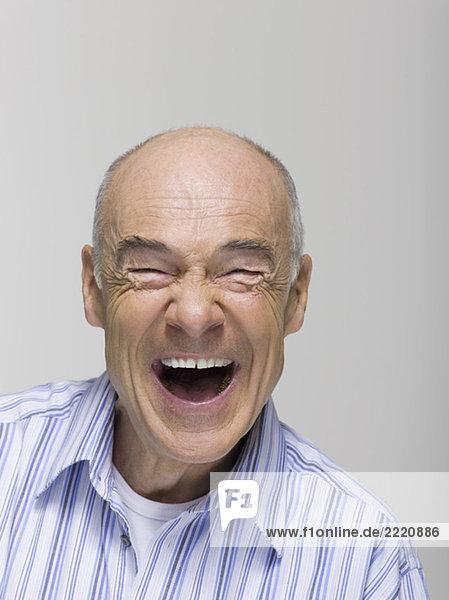 Porträt eines älteren Mannes  lachend