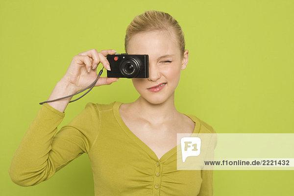 Frau mit Kamera  Portrait