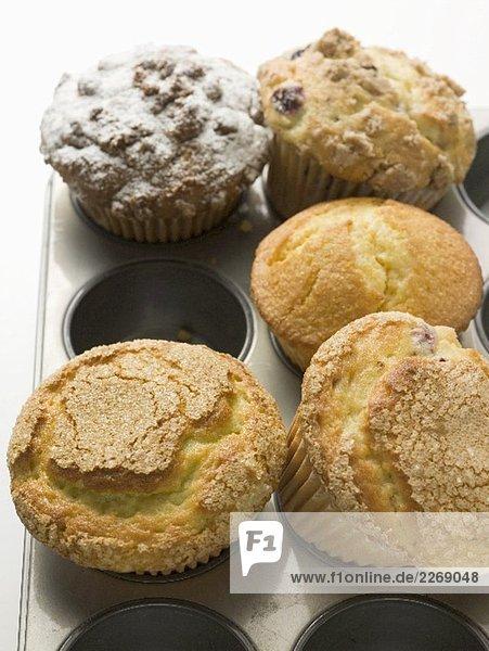 Verschiedene Muffins im Muffinblech