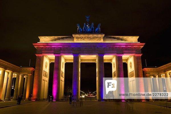 Brandenburger Tor bei Nacht beleuchtet  Berlin Brandenburger Tor bei Nacht beleuchtet, Berlin